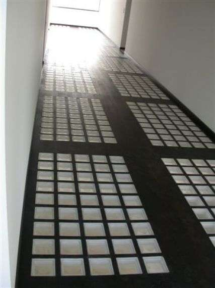 Paving for floors and roofs glass block constructions for Glass block floor